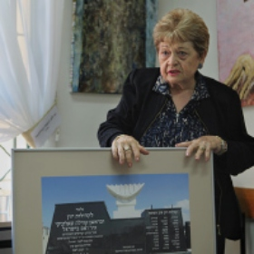 Art Therapy for Holocaust Survivors Provides New Skills, New Friends